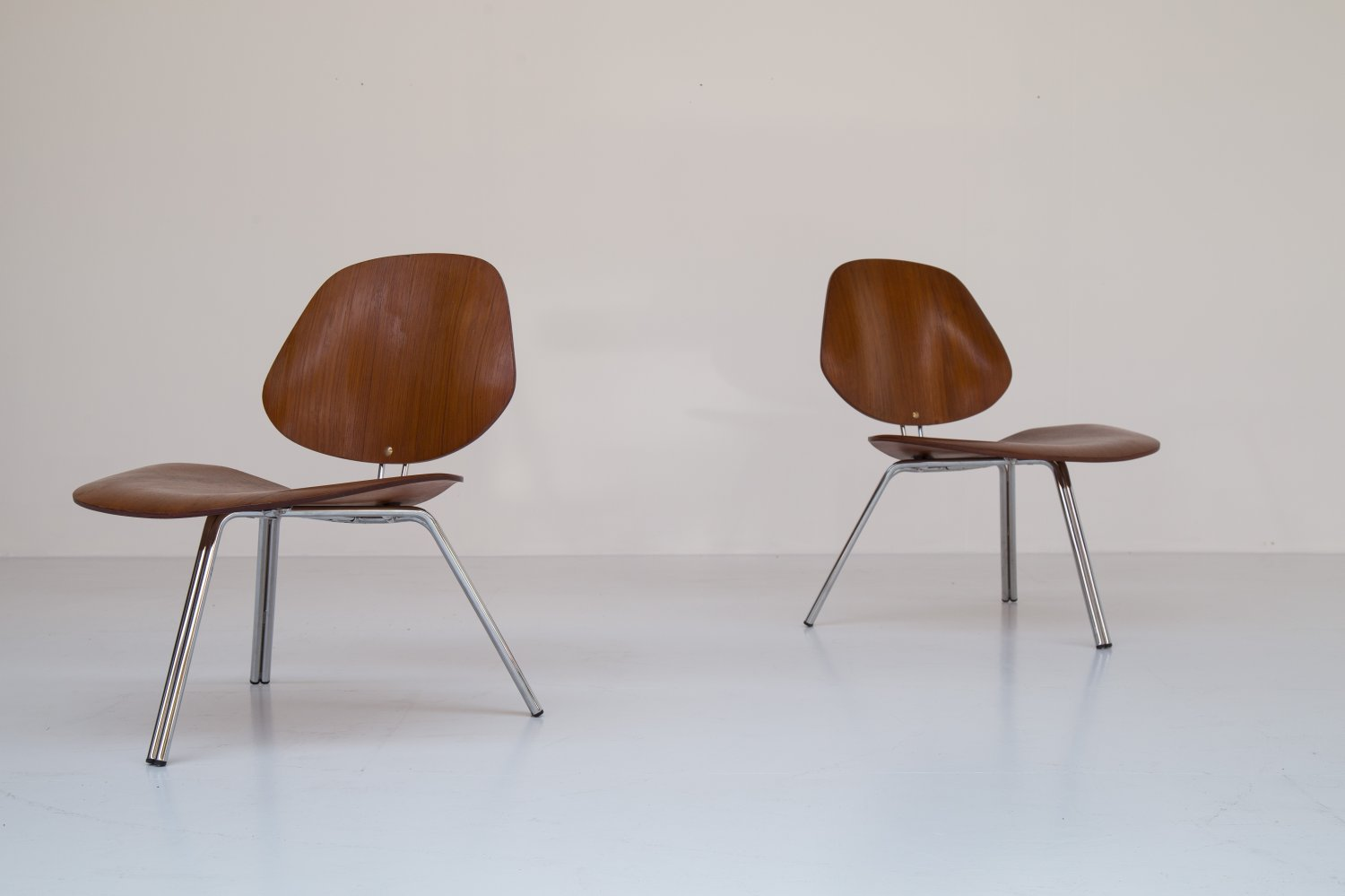 Pair of P31 Osvaldo Borsani chairs for Tecno