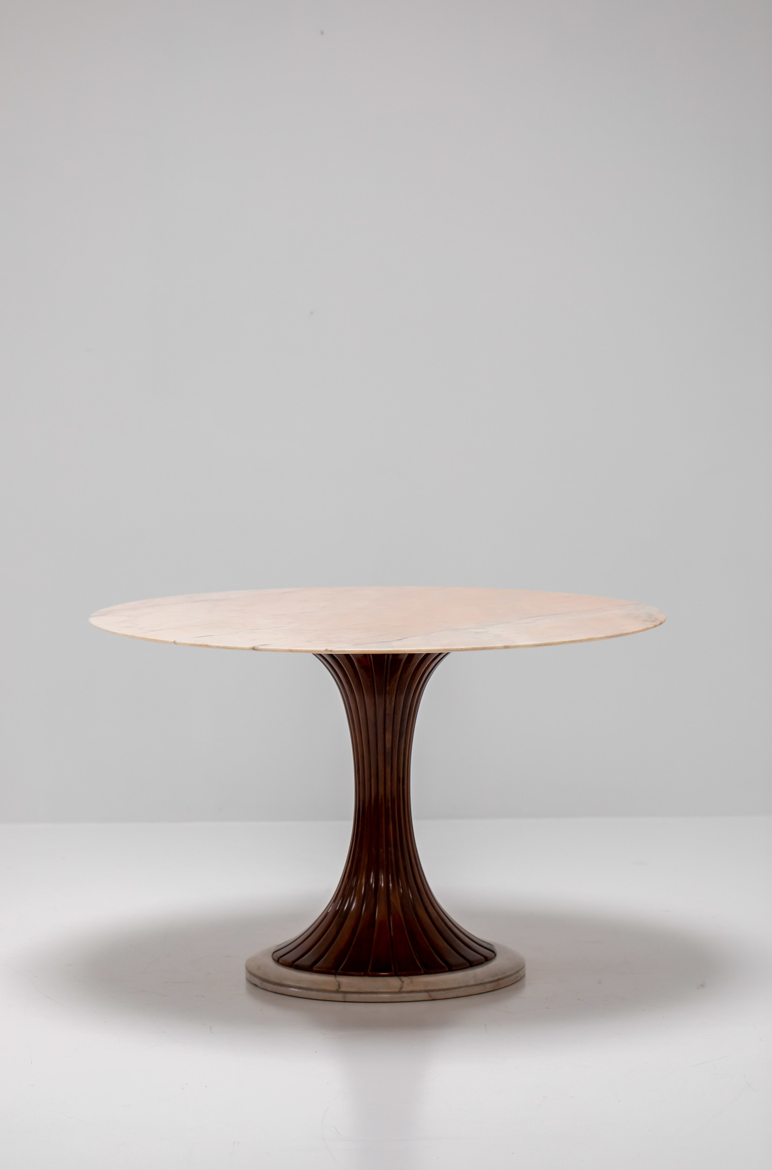 Dassi dining table
